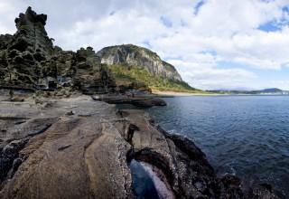 [전문가의 세계 - 문경수의 탐라도 탐험] (9) 세 차례에 걸쳐 만들어진 용머리해안, 산방산보다 오래된 화산체