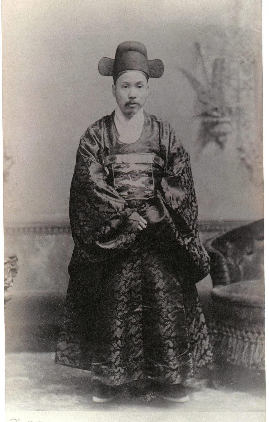 초대 주미공사였던 박정양. 그는 청나라의 '영약삼단' 조건을 어기고 직접 미국 국무부와 직거래해서 클리블랜드 대통령에게 신임장을 제출했다.