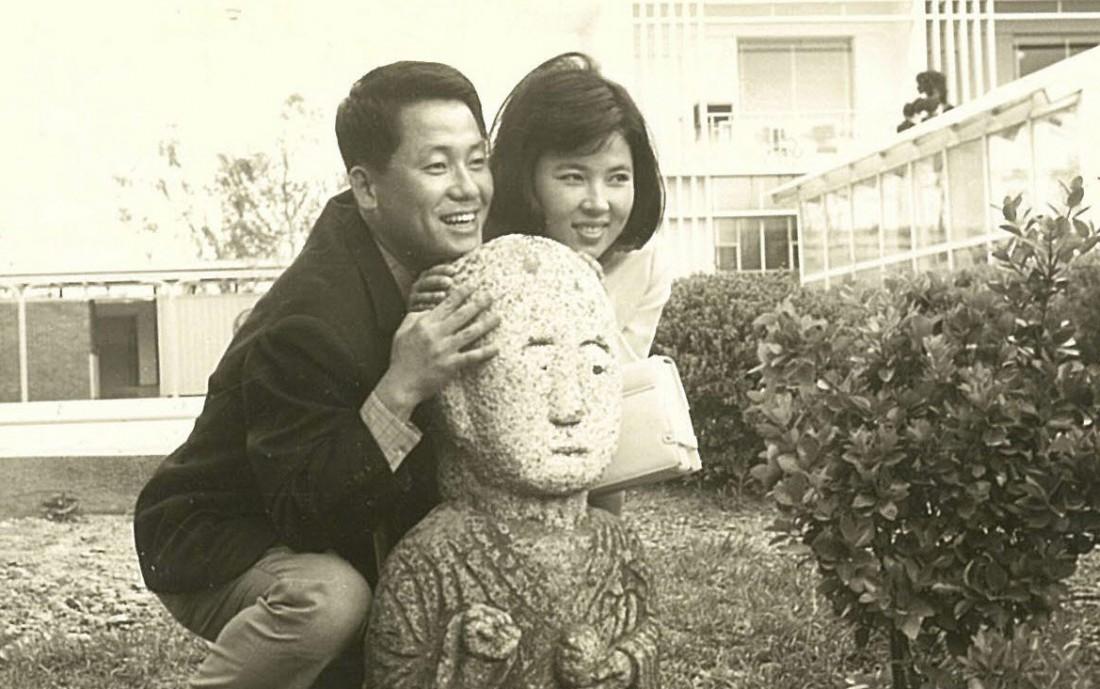 젊은 시절의 박지원 의원과 부인 이선자씨의 단란했던 한때. 박지원 의원실 제공