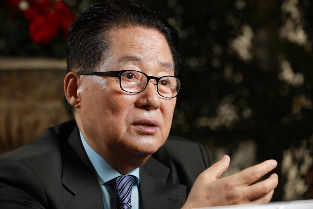 박지원 의원이 지난 6일 서울 정동의 한 식당에서 지난해 세상을 떠난 아내 이선자씨와의 추억을 이야기하고 있다. 우철훈 선임기자