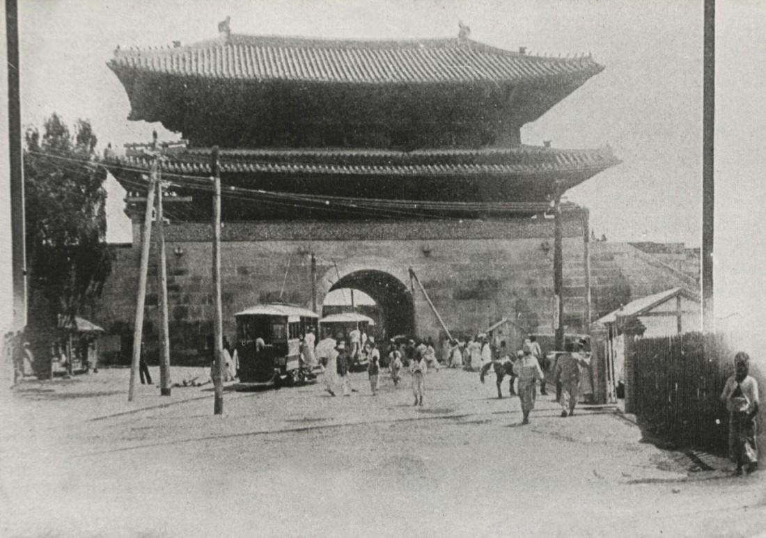 역시 임진왜란 때 왜장 고니시 유키나가가 입성한 문이라면서 보존된 흥인지문. 보물 2호로 지정됐다가 1962년 재지정 때 보물 1호가 됐다.