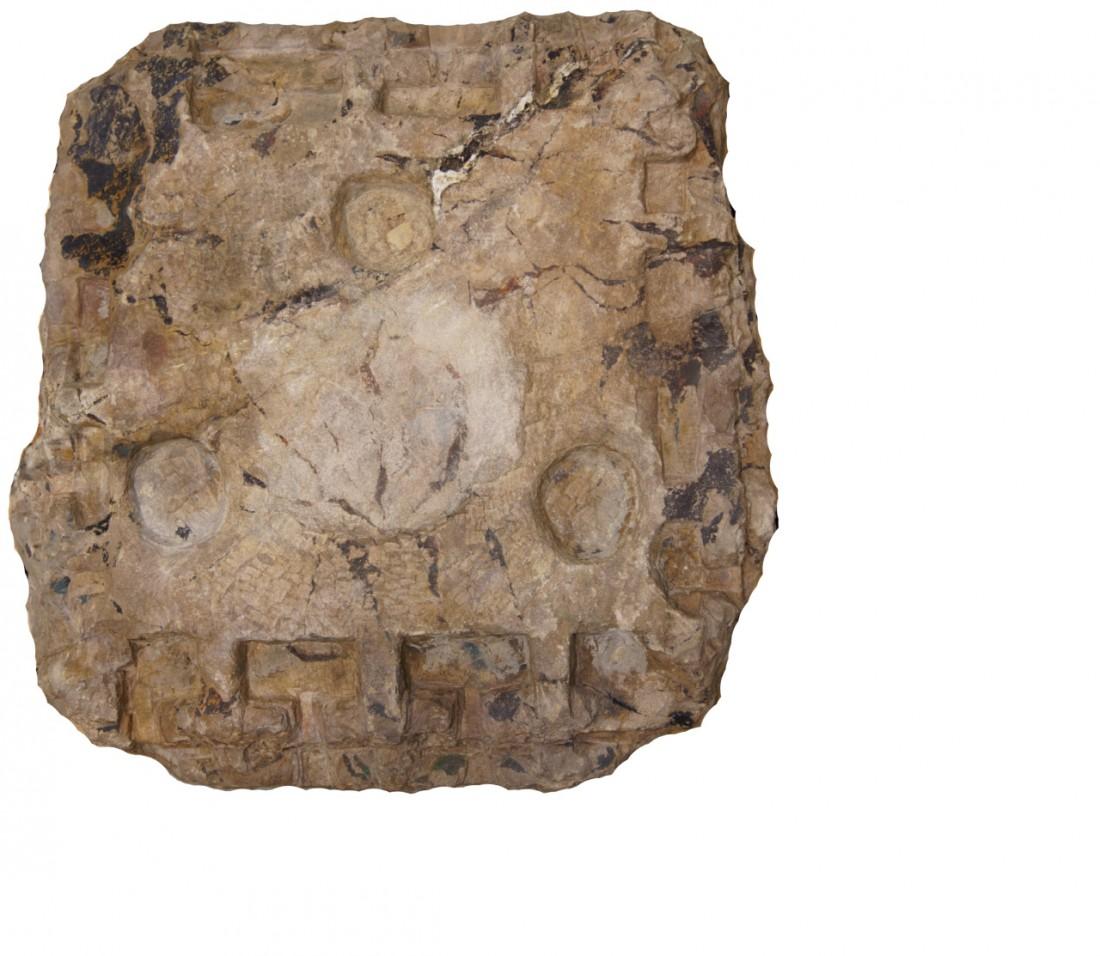 파사석탑의 돌에는 탑 조성 때 남긴 흔적들이 여기저기 보인다. 공포와 사리공의 흔적일 수 있다. |국립중앙박물관 제공