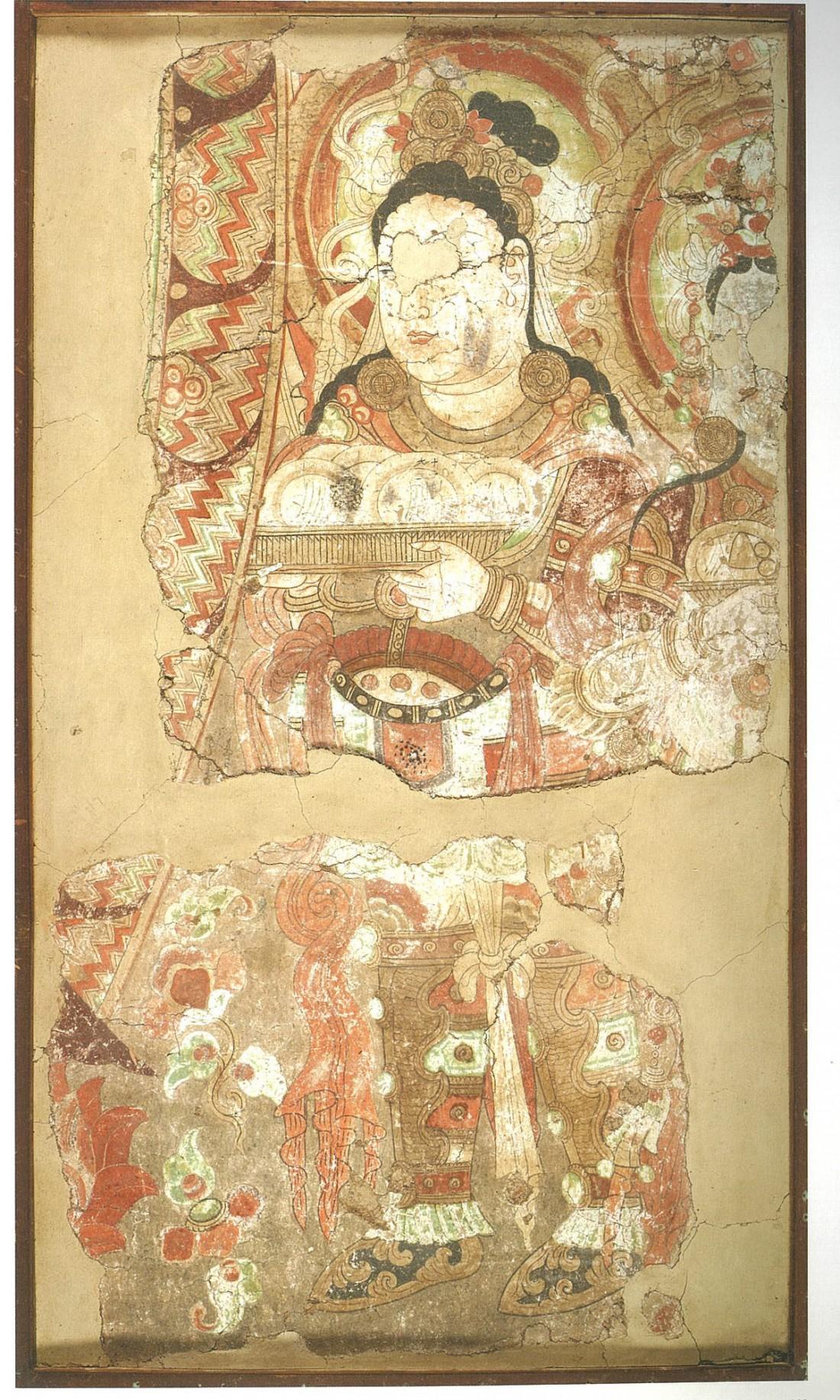 투르판 베제클리크 석굴 제15굴에서 절취한 벽화. 갑옷을 입은 2명의 인물이 공양물이 담긴 쟁반을 들고 있는 모습을 그린 벽화다. |국립중앙박물관 제공