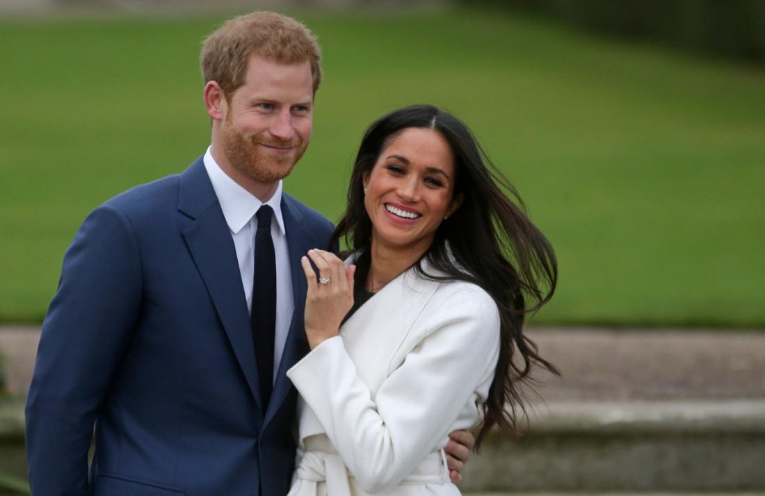 영국 해리 왕자와 부인 메건. 2017년 11월 런던의 켄싱턴궁에서 찍힌 모습이다. 런던 | AFP연합뉴스