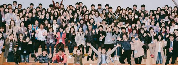 실천교육교사모임 소속 교사들 단체사진/실천교육교사모임 홈페이지 바탕화면 캡쳐