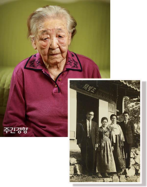 """송순희 할머니(95)가 지난 3월 14일 인천 자택에서 ><주간경향 >과 인터뷰를 하고 있다.(왼쪽 사진) 송 할머니(왼쪽에서 두 번째)가 30대 시절 찍은 사진(오른쪽). 딸은 """"엄마는 웃는 사진이 없다""""고 말했다. / 우철훈 선임기자"""