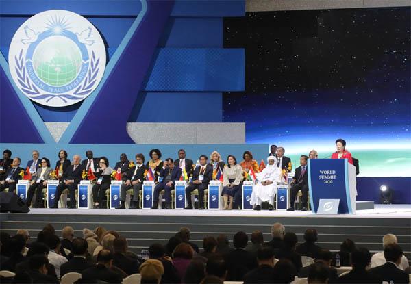 세계평화통일가정연합 한학자 총재가 2월 4일 열린 월드서밋 2020 세계평화정상연합 총회에서 연설하고 있다. / 가정연합 제공