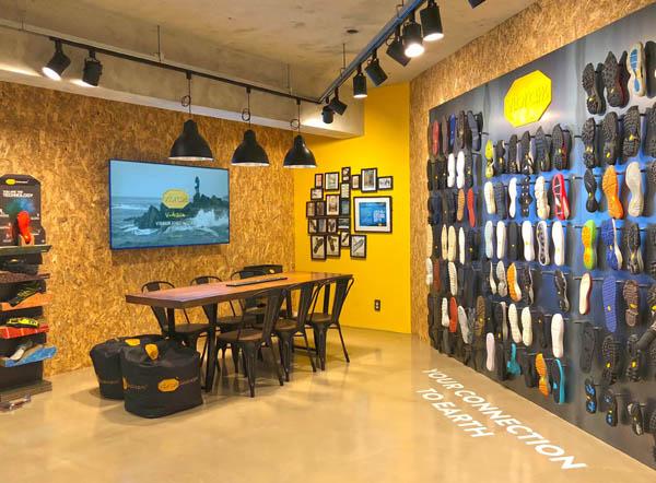 비브람 코리아 매장에 다양한 신발 밑창 제품군이 전시되어 있다. / 비브람 코리아