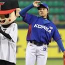 천재 야구 소녀 김라경의 광속 시구