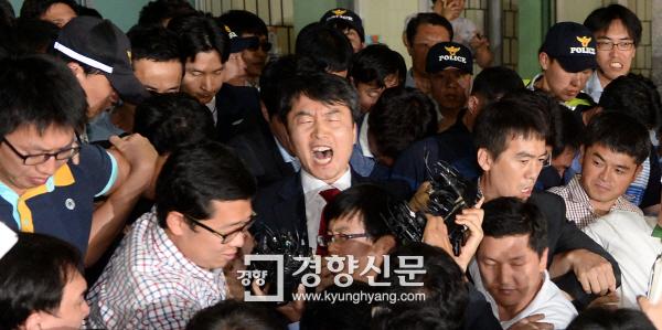 경향포토]내란음모 이석기 구속 - 경향신문