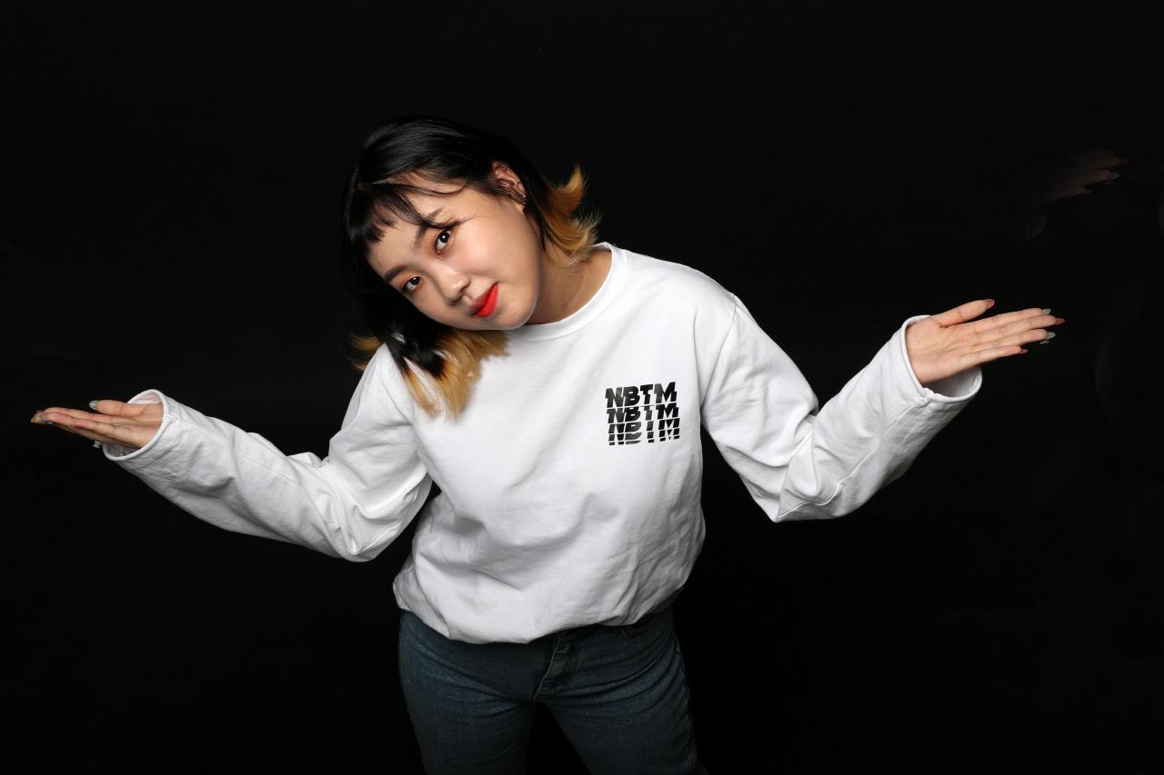 이영지 합성  래퍼 이영지, 생활고-놀이공원 투잡설?…알고보니 유튜브 웹예능 ...