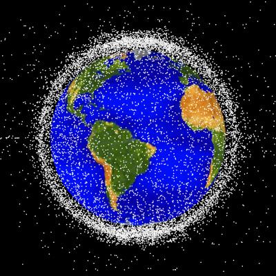 작년 1 월 현재 고도 2000km 이하를 비행하는 인공위성 모식도.  위성 사이의 거리가 좁아 질수록 충돌 가능성이 높아집니다.  NASA (National Aeronautics and Space Administration) 제공