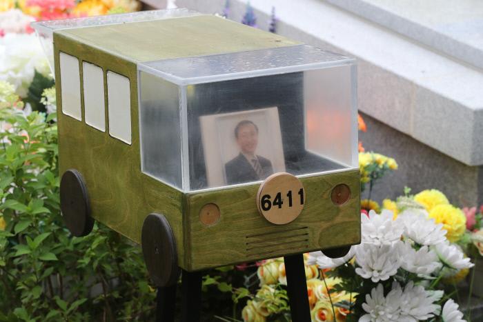 2019년 7월 20일 경기도 남양주시 모란공원에서 열린 노회찬 전 의원 1주기 추모제에  '6411 버스' 모형물이 놓여 있다. / 연합뉴스